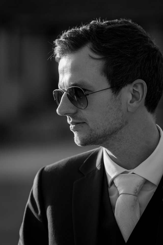 groom black & white ray bans looking cool